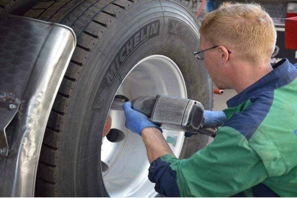 ERIC BELAMAN RECRUTEMENT recherche des mécaniciens pour les centre automobiles